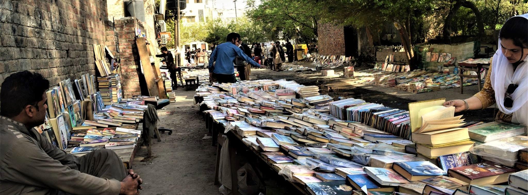 Gem in the dirt sunday open book bazaar at anarkali for Bano bazar anarkali lahore
