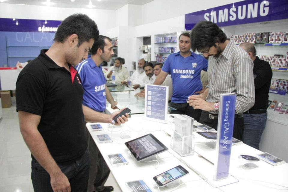 Famous Mobile Phone Markets in Lahore - Buy New Phone with
