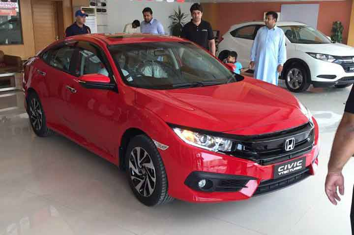 Honda Civic 2016 in showroom