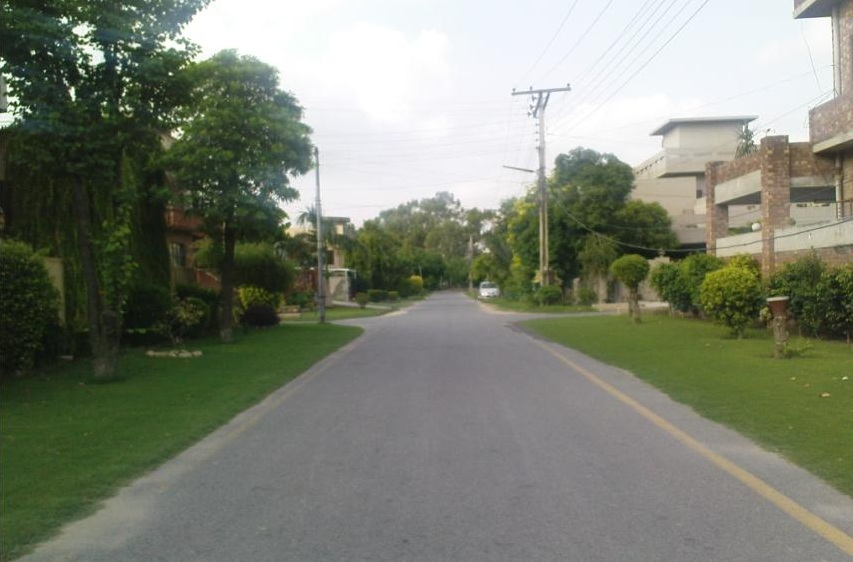 Living in huge, wide farmhouse is dream of every Lahori