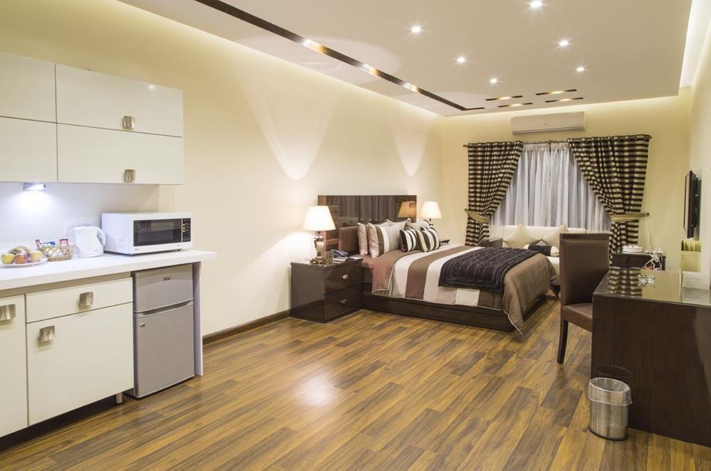 royaute hotel Lahore