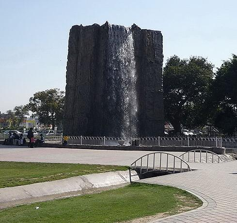 waterfall-at-entrance-of-Jilani-park-formerly-Race-Course-park-Lahore